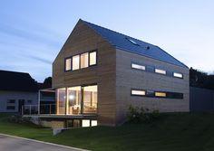Holzhaus mit l rchenschalung und pergola in g ttingen for Hausformen in deutschland