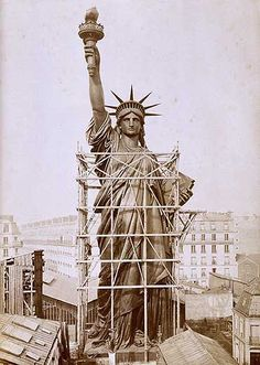 Gustavo eiffel engineered the Statue of Liberty in Paris, France getting ready to ship to the U. Rare Photos, Vintage Photographs, Old Pictures, Old Photos, Vintage Pictures, 1920s Photos, Statues, Famous Monuments, Famous Buildings