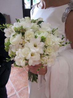 Purple berries instead. Purple Wedding, Wedding Flowers, Dream Wedding, Wedding Day, Wedding Planer, Diana Wedding, Wedding Goals, Bride Bouquets, Wedding Styles