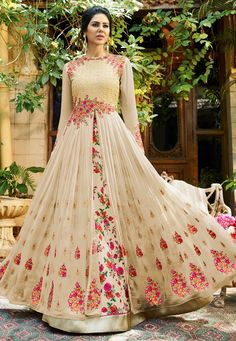 Looking to Buy Lehenga Online: Buy Indian lehenga choli online for brides at best price from Andaaz Fashion. Choose from a wide range of latest lehenga choli designs. * Express delivery, Shop Now! Designer Salwar Kameez, Designer Anarkali, Indian Gowns Dresses, Pakistani Dresses, Indian Outfits, Floral Lehenga, Lehenga Style, Pink Lehenga, Abaya Style