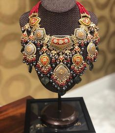 Sandook Gems :: Khush Mag - Asian wedding magazine for every bride and groom planning their Big Day Kundan Jewellery Set, Indian Jewelry Earrings, Fancy Jewellery, Jewelry Design Earrings, Indian Jewellery Design, Stylish Jewelry, Necklace Designs, Beaded Jewelry, Fine Jewelry