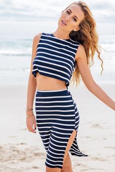All this snow will soon be melting away. And what better way to celebrate it than to don something as sexy and relaxed as this blue striped skirt co-ord set. Striped Crop Top, Striped Dress, Urbane Mode, Skirt Co Ord, Estilo Fashion, Women's Fashion, Fashion News, Dress Fashion, Fashion Women
