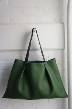 Soft Pleated Bag Green Horizontal by stitchandtickle on Etsy Sacs Design, Big Bags, Leather Craft, Leather Bags, Green Leather, Metallic Leather, Green Bag, Beautiful Bags, Leather Working
