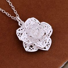 Silver classic flower pendant necklace for Women
