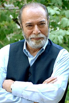 He first appeared in a supporting role in Dariush Mehrjui's The Cow (1969), which was also the first film of Ezatollah Entezami, another famous Iranian actor. Nasirian then shined in the title role of Mr. Naive (1970), also by Mehrjui.