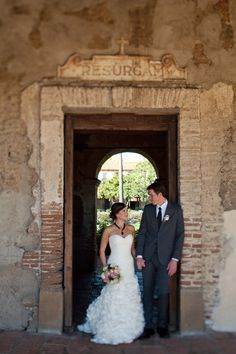 Mission San Juan Capistrano bridal couple