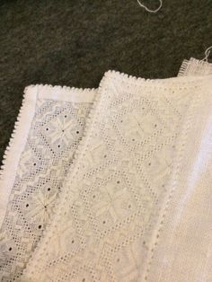 Skjortesøm til hardangerbunad Hardanger Embroidery, Machine Embroidery, Cute Designs, Lace Shorts, Hands, Sewing, How To Make, Handmade, Clothes