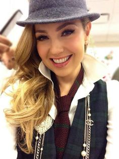 Thalia Thalia, Selfies, Mexican Actress, Hispanic Heritage Month, Female Singers, My Style, Celebrities, Lady, Hair Styles