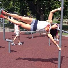 Human flag because Superhumans are both male and female Calisthenics Diet, Human Flag, Street Workout, Strong Girls, Stunts, Get Healthy, Body Weight, Fitspiration, Gym Workouts