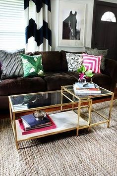 Ikea coffee table makeover Source by evelynleyvacorona Painting Ikea Furniture, Painted Furniture, Ikea Hacks, Ikea Coffee Table, Table Cafe, Diy Table Top, Farmhouse Side Table, Home Upgrades, Apartment Furniture