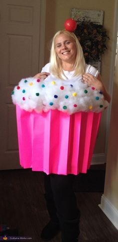 Easy Halloween Costume Cupcake Cutie Easy Halloween Costumes Easy How To Make A Cupcake Costume Halloween Mono, Holidays Halloween, Halloween Kids, Halloween Crafts, Holiday Crafts, Holiday Fun, Bricolage Halloween, Halloween Couples, Group Halloween