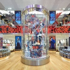Uniqlo open their new Oxford Street flagship Retail Interior Design, Leather Club Chairs, London Pictures, Retail Windows, Fashion Wallpaper, Wallpaper Magazine, New London, Oxford Street, Industrial Revolution