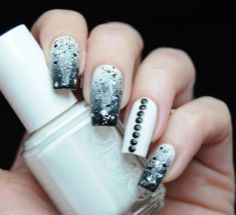 nails with strass