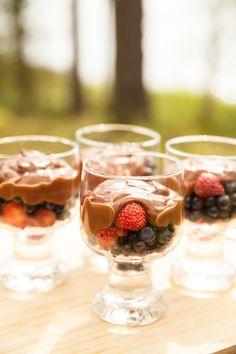 Kookos-suklaakastike & tuoreita marjoja / Wellberries