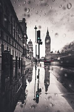 rainy day in London - Ana Rosa The Places Youll Go, Places To See, London Rain, I Love Rain, Slippery When Wet, Under The Rain, Singing In The Rain, Jolie Photo, London Calling