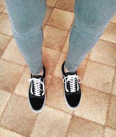 cdc4ee4d48 vans old skool on feet skinny jeans boys guys