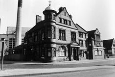 The Watson Fothergil designed the Leenside Police Station , Canal Street , Nottingham 1977 Pictures… – unturbid-splints Nottingham Road, Nottingham Police, Street Image, Street View, Police Station, Train Station, White Building, Narrowboat, Architecture Details