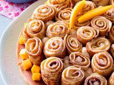 Lassées de la crêpe au sucre juste roulée ? Découvrez nos recettes saupoudrées d'originalité, et plein de façons de les rouler. Crepes, Galette, Doughnut, Sausage, Meat, Recherche Google, Desserts, Food, The Originals