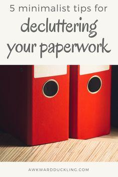 Today, we& gonna take a close look at your household paperwork. With these 5 minimalist tips you can declutter this paperwork and make paying the bills and keeping tabs on the expenses a lot easier without a shelf full of binders. Home Organisation, Binder Organization, Organized Mom, Getting Organized, Arc Planner, Clutter Control, Clutter Free Home, Paper Clutter, Family Organizer