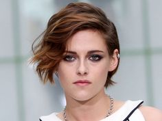 Kristen Stewart *totally* pulls off short hair