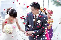 Please visit http://www.HeruPhotography.com for Best BALI Wedding Photographer and BALI Pre-Wedding Photographer Hi...! I am Heru, a young professional Bali wedding photographer, specialized in Bali.