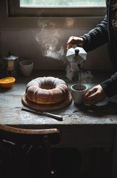 Ciambella alla ricotta e arancia- Ricotta orange bundt cake - Orangen Kuchen Dark Food Photography, Cake Photography, Coffee Photography, Cooking Photography, Orange Bundt Cake, Café Chocolate, Mini Desserts, Bon Appetit, Food Styling