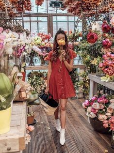 Outfit Details: Madewell Overalls (last seen here, also similar here), ALC Tee, Hunter Boots, Hat from Lily Charleston (similar here) Foto Madrid, Flower Aesthetic, Gal Meets Glam, Fashion Poses, How To Pose, Photography Poses, Dame, Floral, Pretty