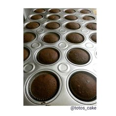 We Liked this on Instagram ... totos_cake: #cupcakes #horneando #choco #horneandoando #chocolate  #chocolovers #sweet #dulce #pzo #venezuela #reposteria #ponques