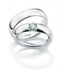 Round Shaped Engagement Ring with graduating diamonds along the band lead up to a beautiful diamond bloom that spotlights and brings your center diamond to life. Platinum Wedding Rings, Platinum Jewelry, Platinum Ring, Wedding Bands, Couple Bands, Wedding Preparation, Halo Diamond Engagement Ring, Diamond Are A Girls Best Friend, Eternity Bands