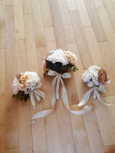Peach bouquet with gold accents