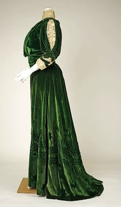 Green silk velvet dress with lace accents, Henriette Favre (French), 1905-07