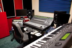 recording-studio-closeup.jpg (900×600)