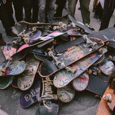 Aesthetic Collage, Retro Aesthetic, Aesthetic Grunge, Skateboard Design, Skateboard Art, Beginner Skateboard, Art Surf, Skate Photos, Estilo Indie