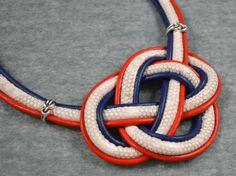 Collar gargantilla de nudo celta con cordón estampado