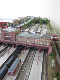 example of an N gauge scenery inclusive layout Bradford City, Ho Scale Trains, Train Table, Model Train Layouts, N Scale, Model Trains, Landscape Design, Backdrops, Scenery
