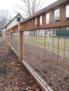 Prone Cheap Backyard Privacy Fence Design Ideas - Page 29 of 39 Diy Dog Fence, Farm Fence, Dog Proof Fence, Pallet Fence, Home Fencing, Garden Fencing, Trellis Fence, Fence Gate, Fence Panels