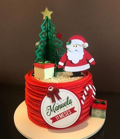 Christmas Cake Designs, Christmas Cake Decorations, Holiday Cakes, Christmas Desserts, Christmas Treats, Mickey Christmas, Christmas Birthday, Christmas Time, Fondant Cakes