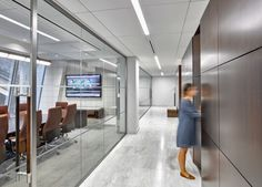 Mudrick Capital  Designer: MKDA New York    #mudrickcapital #office #mkdanewyork #tagwall #encore #interiordesign #officedesign #walldesign #workspaces Open Office, Wall Design, Bulb, Contemporary, Interior Design, Architecture, Wood, Workspaces, Furniture