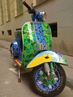 The things we see here! Vespa painted following Gaudi's inspiration