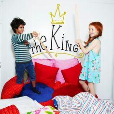 Aquí duerme el Rey de la casa! :P Vinilos decorativos para niños Chispum