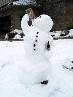 35 Creative, Funny Snowman Pictures for Winter Fun - Snappy Pixels Funny Snowman, Diy Snowman, Build A Snowman, Winter Wonder, Winter Fun, Winter Time, Winter Snow, Snow Sculptures, Snow Art