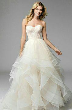 Trouwjurk van Watters. Deze bruidsjurk bestaat uit een losse rok en corset.. Hiermee kan je eindeloos combineren..
