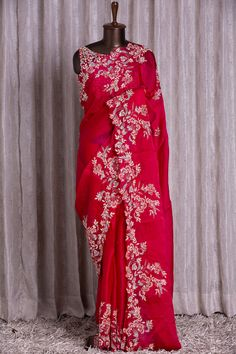 Indian Wedding Outfits, Indian Outfits, Designer Sarees, Designer Wear, Net Blouses, Simple Sarees, Beautiful Suit, Organza Saree, Stylish Sarees