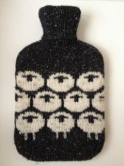"""Easy hot water bottle cozy knitting pattern """"all you need - a classic by LondonLeo """" - free pattern (sheep motif) (hva) wärmflasche All You Need - A Classic pattern by LondonLeo Knitting Patterns Free, Knit Patterns, Free Knitting, Free Pattern, Knitting Projects, Crochet Projects, Diy Laine, Knitting Accessories, Yarn Crafts"""