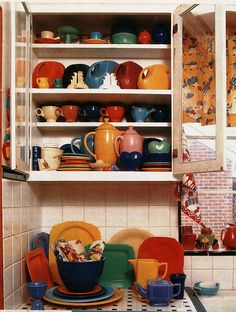 I have always love Fiestaware...it would be amazing if I had a cabinet full.