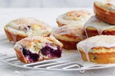 These blueberry pancake pies will be your new fav sweet treat! Banana Bread Muffins, Savory Pancakes, Blueberry Pancakes, Savoury Pies, Mini Pie Recipes, Easy Recipes, Keto Recipes, Easy Desserts, Dessert Recipes