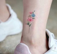 Gorgeous Ankle Flower Tattoo You Can't Miss This Summer; Ankle Tattoos Ideas for. - - - Gorgeous Ankle Flower Tattoo You Can't Miss This Summer; Ankle Tattoos Ideas for. Anklet Tattoos, Dainty Tattoos, Small Flower Tattoos, Subtle Tattoos, Wrist Tattoos, Pretty Tattoos, Mini Tattoos, Foot Tattoos, Beautiful Tattoos