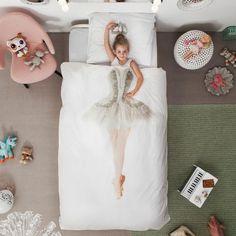 Klaar voor staande ovaties in je slaapkamer? Slapen als een prima ballerina… helemaal TOP, dit prachtige beddengoed voor de (roze) meisjeskamer @Snurk Beddengoed   A handmade tutu from the Dutch National Ballet inspired Snurk Bedding to create this great ballerina!