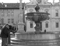 Kissing By Fountain