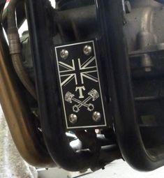Motorplatte vorne in einem einzigartigem Design. Aus Aluminium CNC gefräst Aluminium, Motor, Cnc, Design, Design Comics